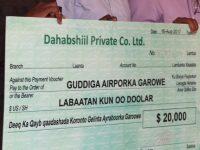 NUWACO oo $20,000 oo dollar ku wareejisay Guddiga Nalalgalinta Airport-ka Garoowe